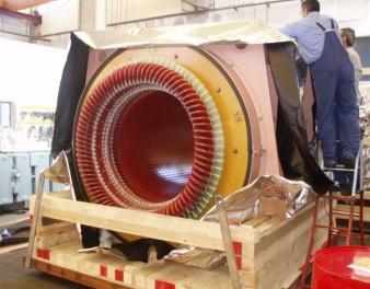 Imballaggi in legno di un motore elettrico di grandi dimensioni